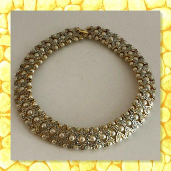 "BOUTIQUE Jewelry - 💚GOLD TONE FAUX PEARL ILLUSION CHOKER 15"" HEAVY💜"